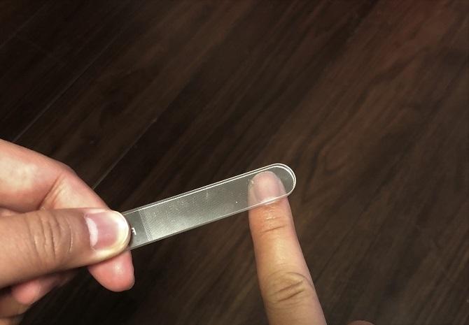 右手の爪を削ってみる