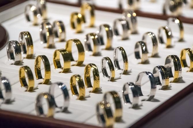 だくさんの指輪が並ぶ
