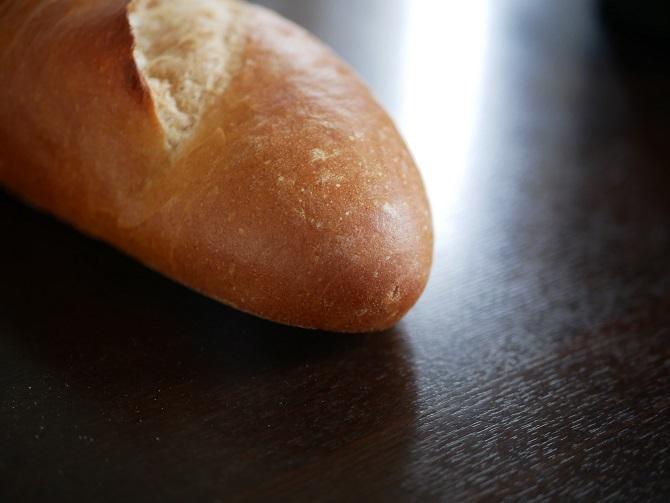 少し艶が出たフランスパン
