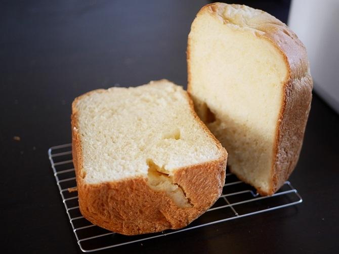 焼きあがったスイートパンを切った様子