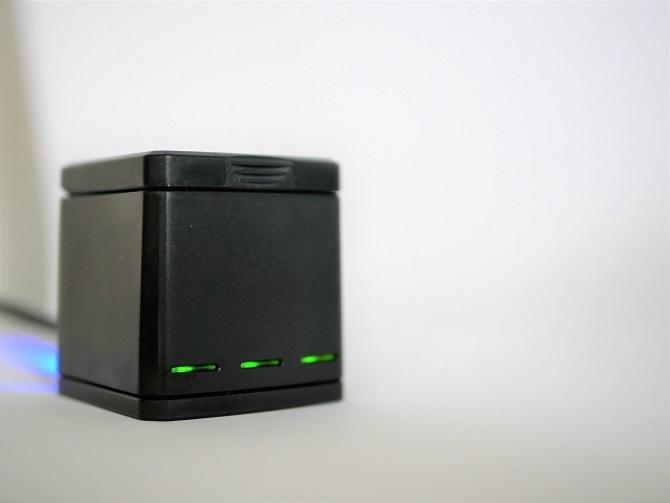TELESIN充電完了で緑色のLED