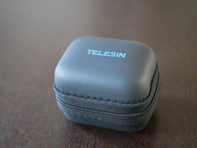 閉じた状態のTELESIN小型ストレージケース