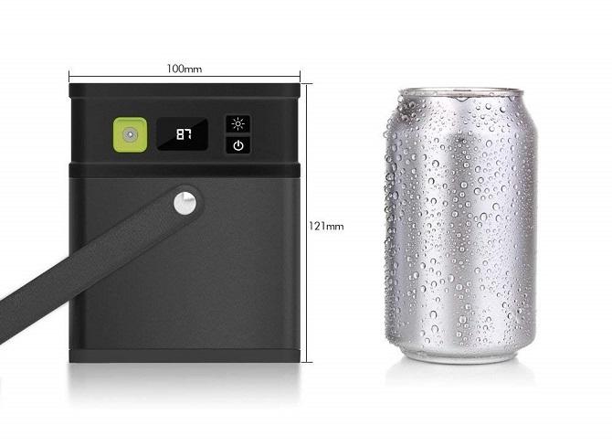 iMuto M5 ポータブル電源を350ml缶と並べた様子