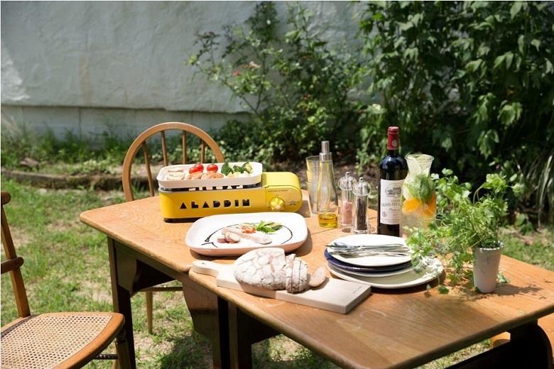 SengokuAlaginのプチパンを屋外のテーブルで使用