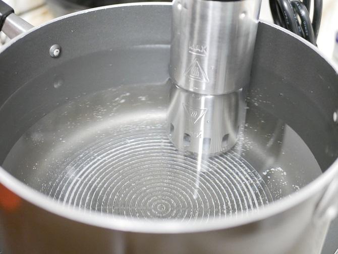 Azrsty低温調理器お鍋に固定
