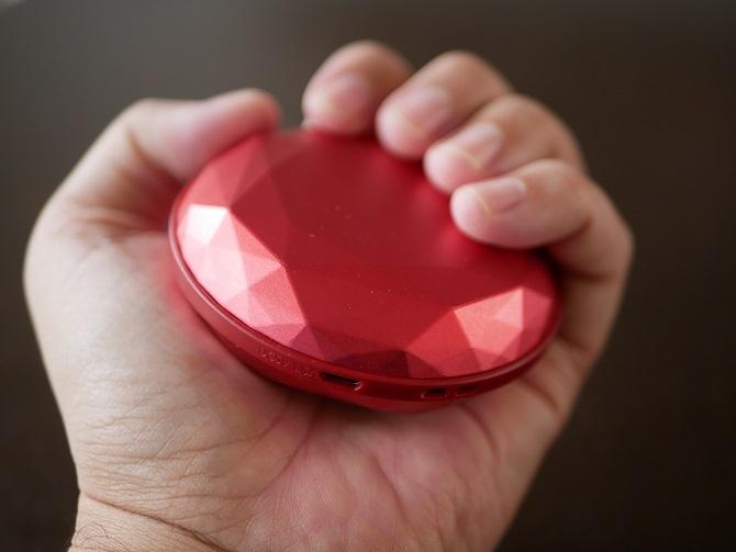 STYLEPIEのダイヤモンド型のハンドウォーマー握ってみる