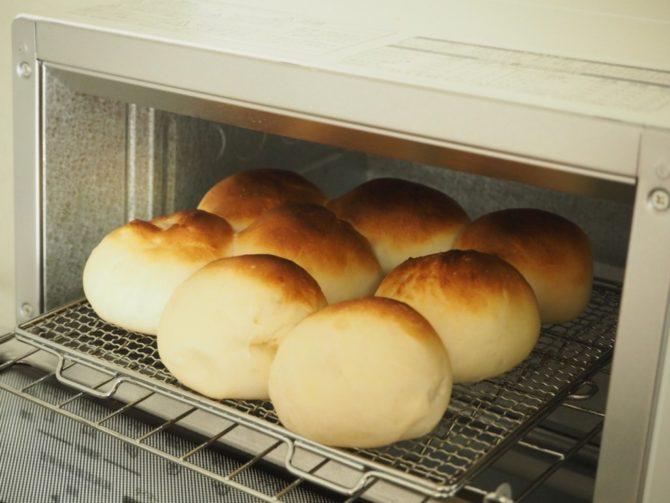 トースターで丸いパンを焼く