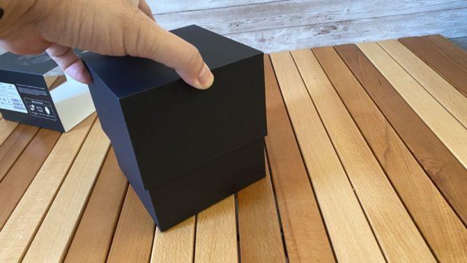 箱を持ち上げる