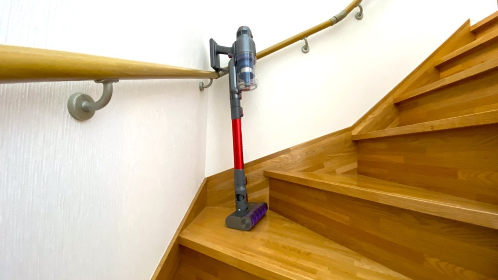 階段に掃除機