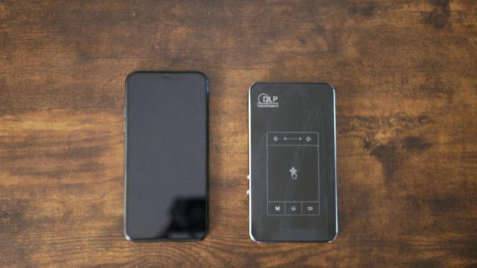 iPhone11ProMAXと並べる
